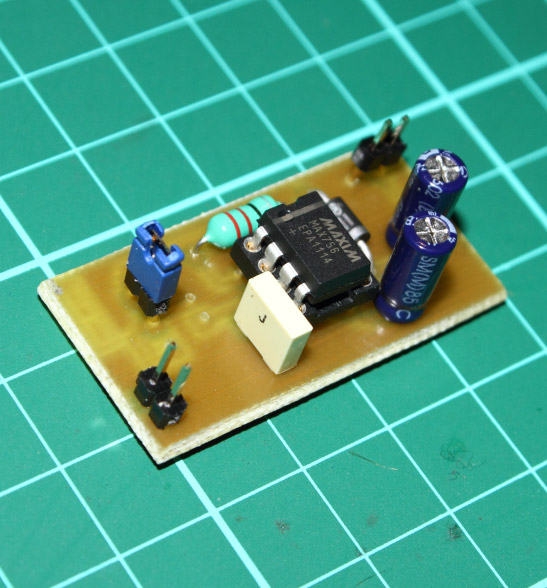 Charge pump DC/DC converter with Max756